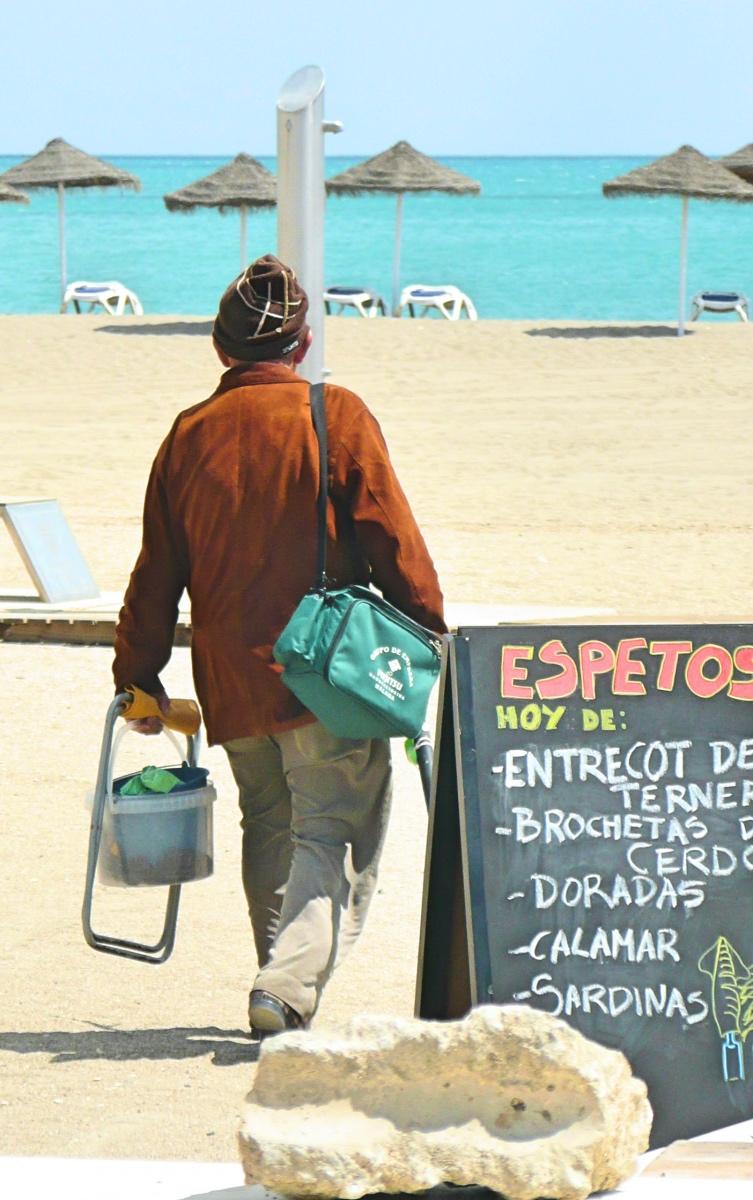 verse vis op het strand in Spanje