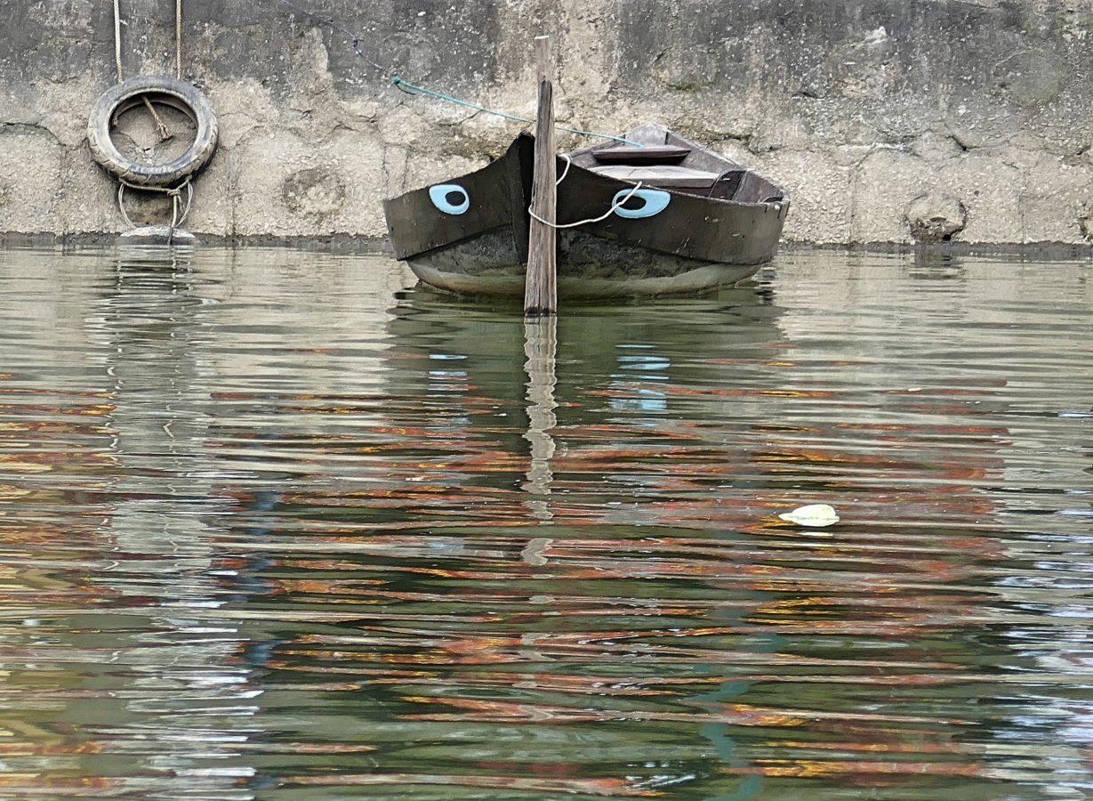 blauwe oog op boot
